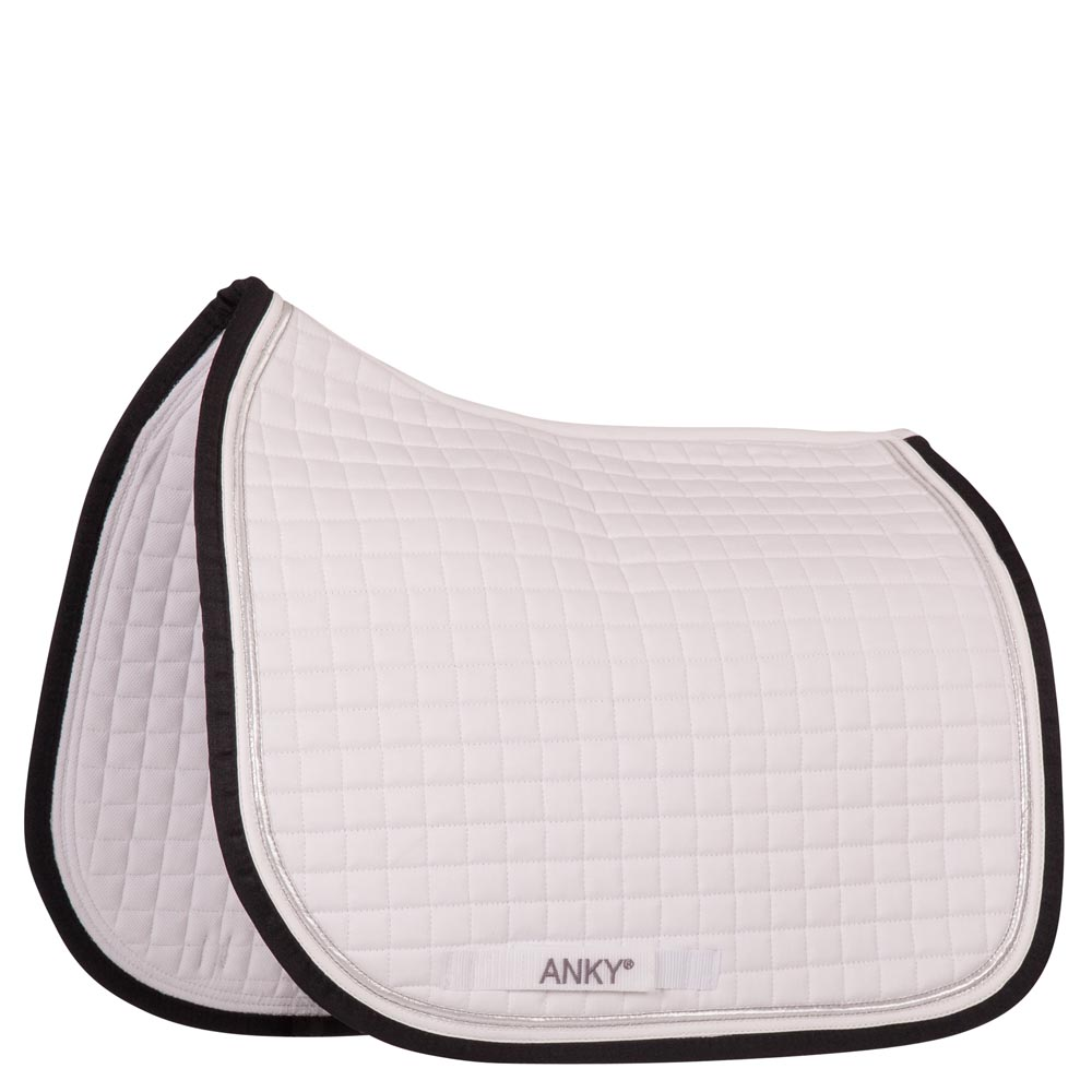 The 'Dressage Pad Deluxe' is the perfect show saddle pad made of top quality materials. A 100% brushed cotton quilted top with silver and navy piping makes a smooth and clean appearance. The corners are kept clear for sponsor logo's. The interior fabric is designed with Coolmax® to provide optimal moisture management.