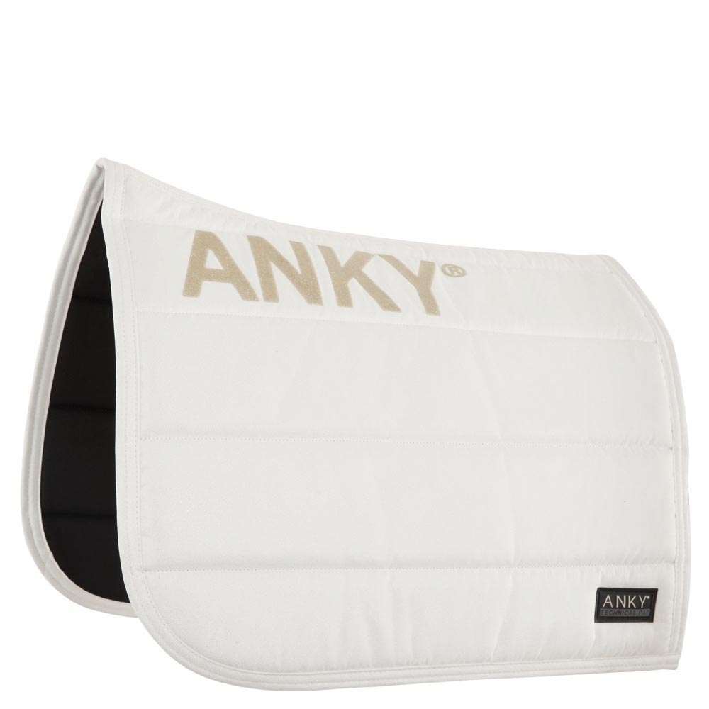 The exterior of the ANKY® Saddle Pad is made of tactile suede with glittery non-skid print on both sides to avoid movement of the saddle. The interior fabric is designed with Coolmax® to provide optimal moisture management. The thick padding ensures even shock absorption and optimal comfort for the horse. Colours B179, N129, T028, W034 have all-over light gold glitter print.<BR><BR>100% Polyester