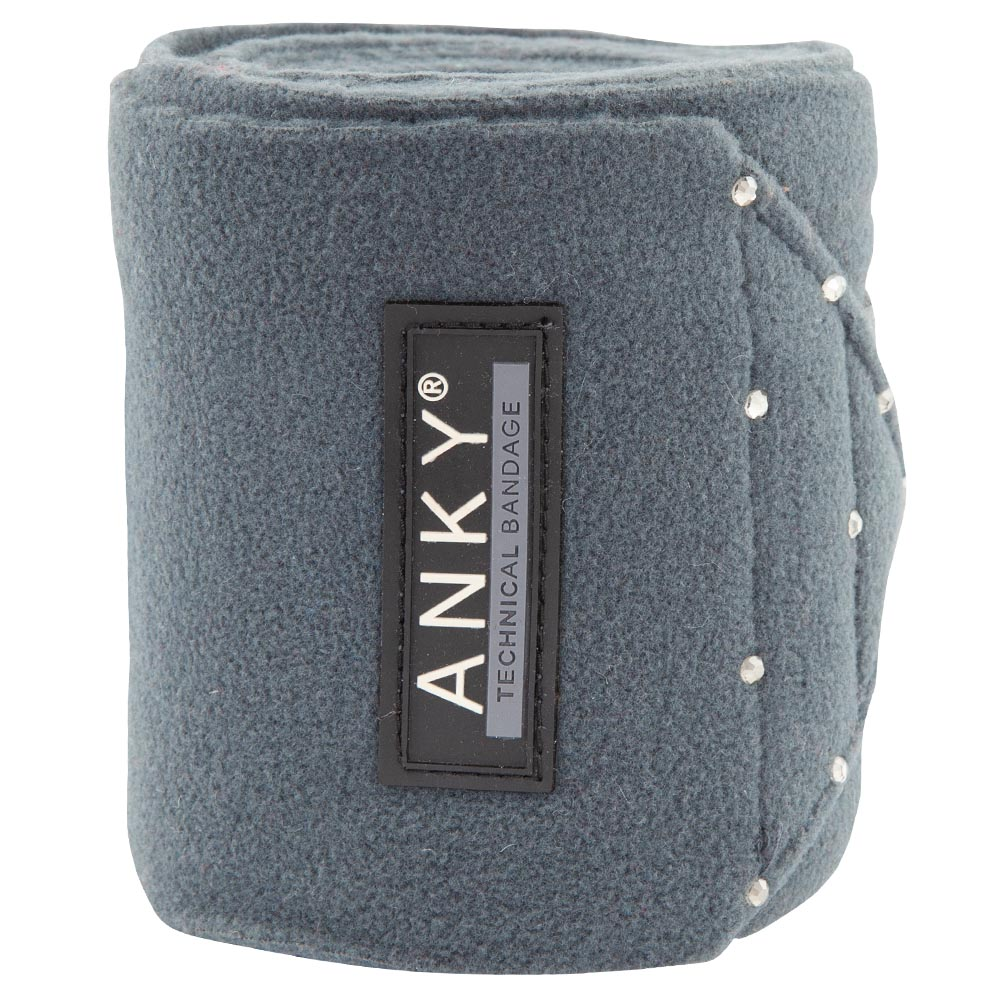 Dress your horse in bandages that match the ANKY® Saddle Pad perfectly. ANKY® Bandages are made of the highest quality fleece with strong anti-pilling properties. All colours are adorned with small tonal rhine studs and have a Velcro closure.