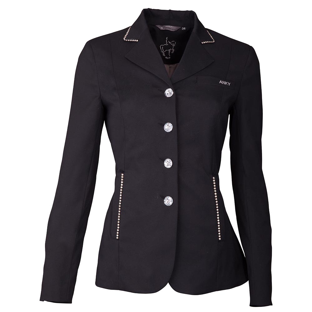 The 'Riding Jacket Deluxe' is a very feminine show jacket with its smooth lines and rhinestone details. It has a real pocket on the chest with a subtile ANKY® logo on it.  The curves and lines are carefully considered for optimal freedom of movement  during riding. The luxurious fabric makes an extraordinary look.